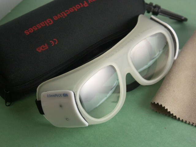 X-Ray Radiation Protection Glasses Goggles 0.75/0.5 mmPb with wipe , case , style F